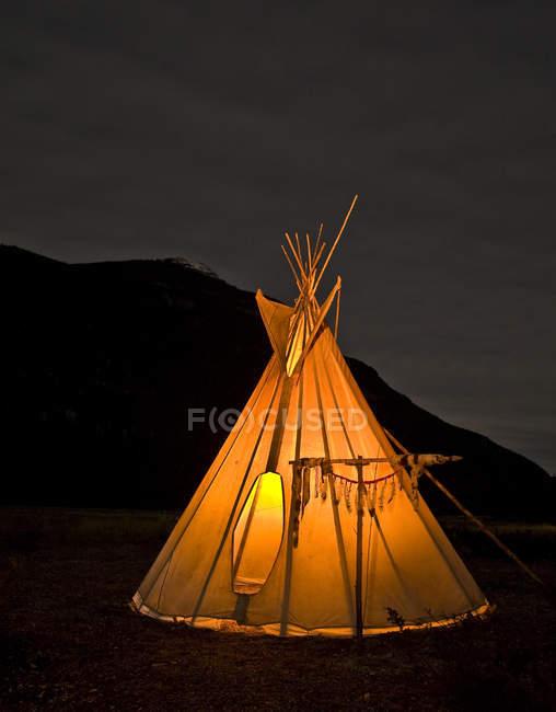 Illuminated teepee at night, British Columbia, Canada — Stock Photo