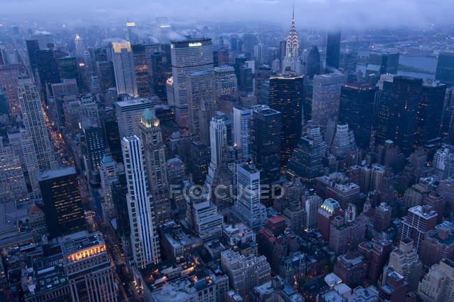 Skyline of Manhattan al atardecer en Nueva York, Estados Unidos - foto de stock