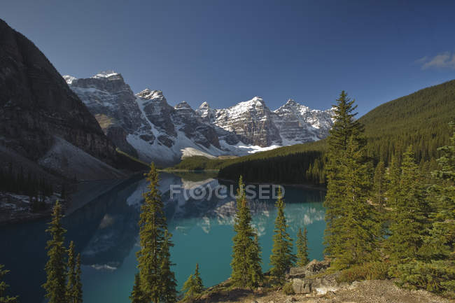 Moraine Lake with mountain reflection in Valley of Ten Peaks, Banff National Park, Alberta, Canada. — Stock Photo