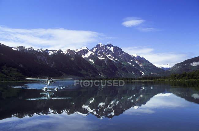 Meziadin Lake with small float plane, British Columbia, Canada. — Stock Photo