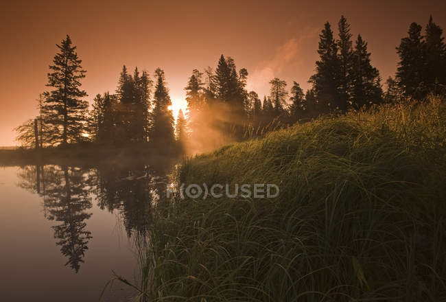 Sunrise at Whirlpool Lake of Riding Mountain National Park, Manitoba, Canada — Stock Photo