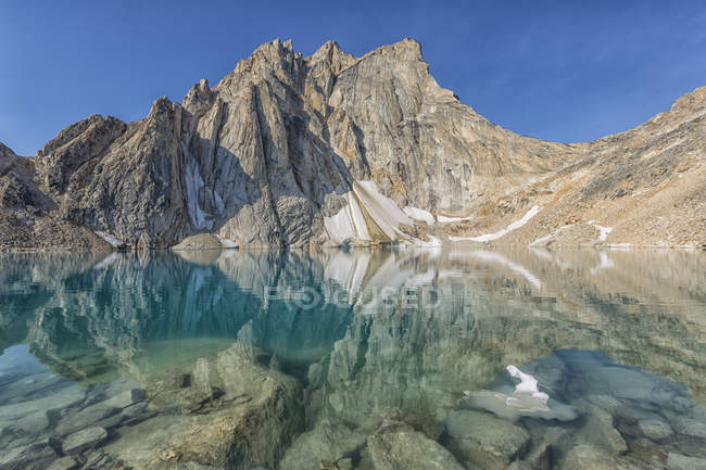 Radalet Peak reflecting in pond water in Yukon Coast Mountains, Yukon. — Stock Photo