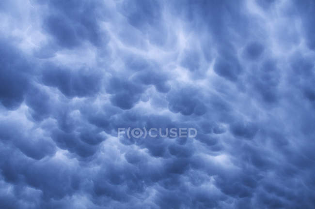 Dramatic cloudscape in twilight sky, full frame — Stock Photo