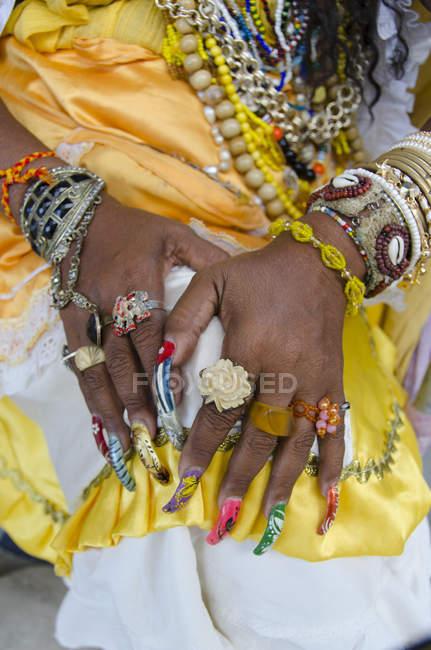 Close-up of hands of female tarot card reader, Havana, Cuba — Stock Photo