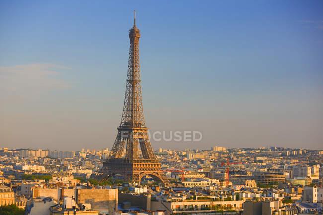 Vista di alto angolo della Torre Eiffel e paesaggio urbano di Parigi, Francia. — Foto stock