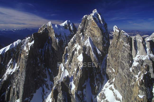 Пташиного польоту засніжені гори Waddington, Британська Колумбія, Канада. — стокове фото