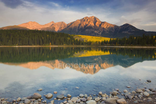 Pyramid Mountain reflecting in Patricia Lake, Jasper National Park, Alberta, Canada — Stock Photo
