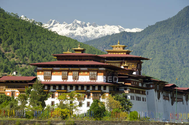 Punakha Dzong administrative centre in mountains near Punakha, Bhutan, Asia — Stock Photo