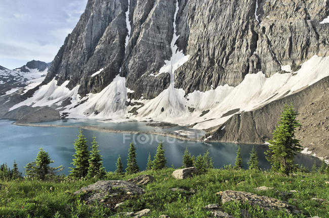 Rockwall at Floe Lake, Kootenay National Park, British Columbia, Canada — Stock Photo