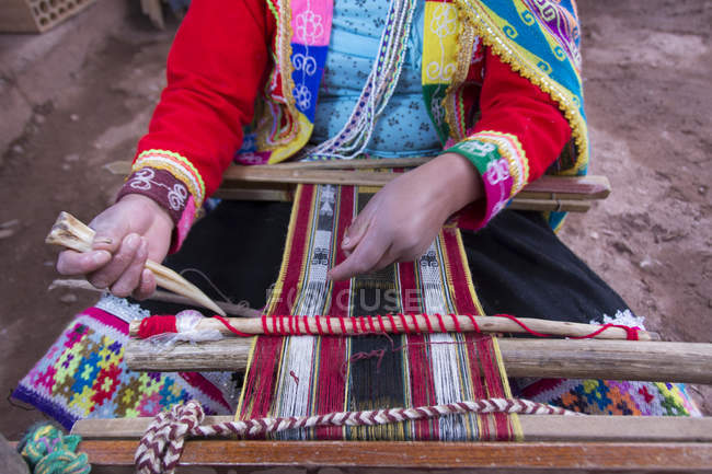 Close-up of local woman performing traditional weaving, Pisac, Peru — Stock Photo