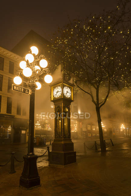Steam Clock on illuminated street of Gastown, Vancouver, British Columbia, Canada — Stock Photo