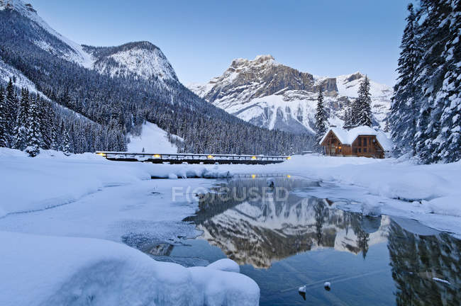 Restaurant at Emerald Lake reflecting in water at winter in Yoho National Park, British Columbia, Canada — Stock Photo