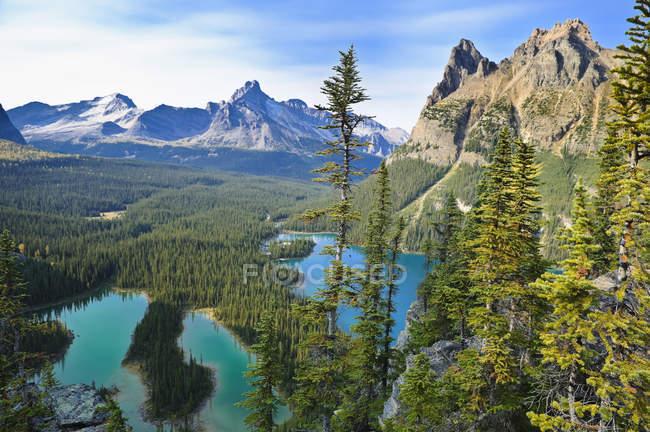 Mary Lake y Lake Ohara en el Parque Nacional Yoho, Columbia Británica, Canadá - foto de stock