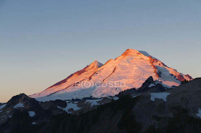 Dawn light on Mount Baker, Mount Baker Wilderness area, Washington, United States of America — Foto stock
