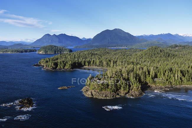 Аэрофотоснимок Клейокуот и Тофино, Остров Ванкувер, Британская Колумбия, Канада. — стоковое фото