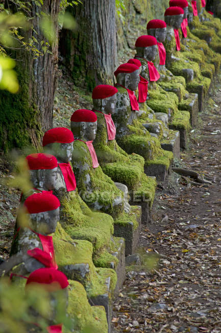 Ornate Jizo statues in Kanmangafuchi Abyss in Nikko, Japan — Stock Photo