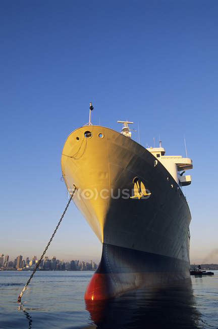 Свежепокрашенный танкер в порту Burrard Inlet, Ванкувер, Британская Колумбия, Канада . — стоковое фото