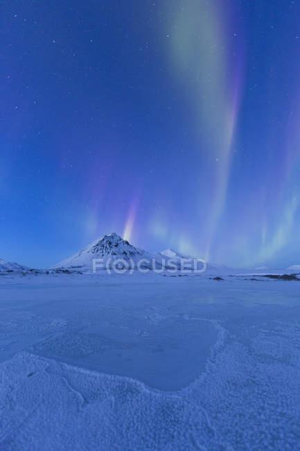 Aurora Borealis in dunklen Nachthimmel unter Dempster Highway, Yukon, Kanada. — Stockfoto