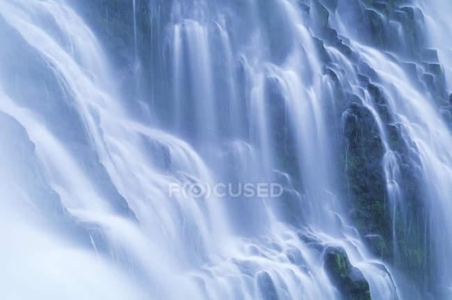 Подробный просмотр проточной воды водопад прокси-Фолс в штате Орегон, США — стоковое фото
