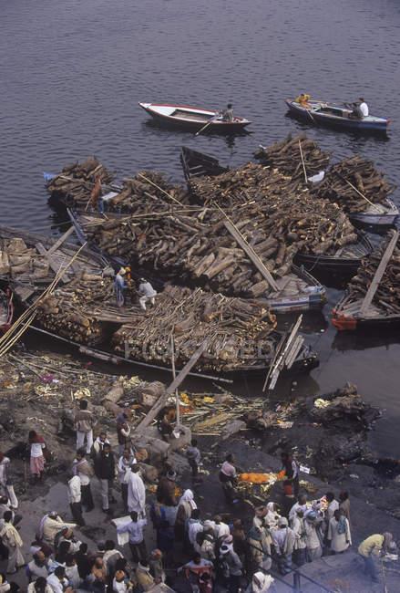 Main burning ghat, Manikarnika Ghat, Varanasi, Indien — Stockfoto