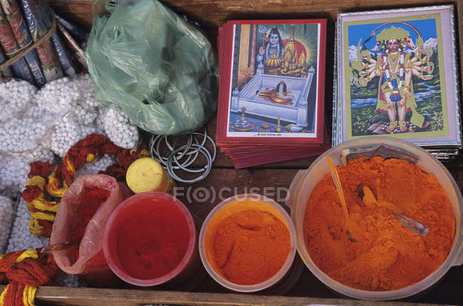 Religious accessories and icons at ghats, Varanasi, India — Stock Photo