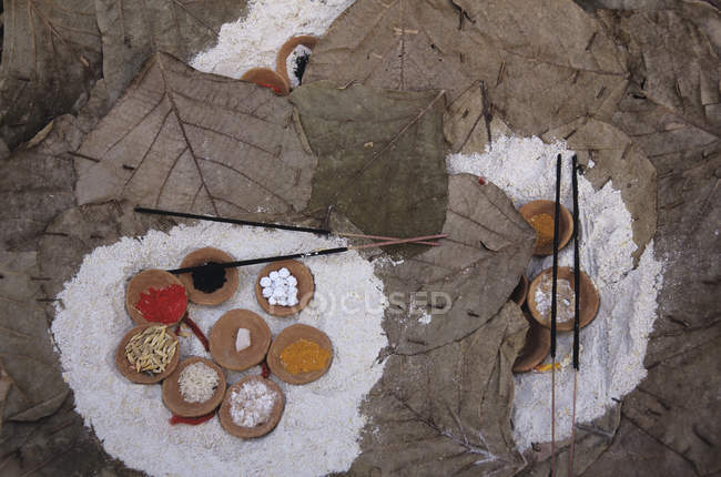 Religious accessories for puja at ghats, Varanasi, India — Stock Photo