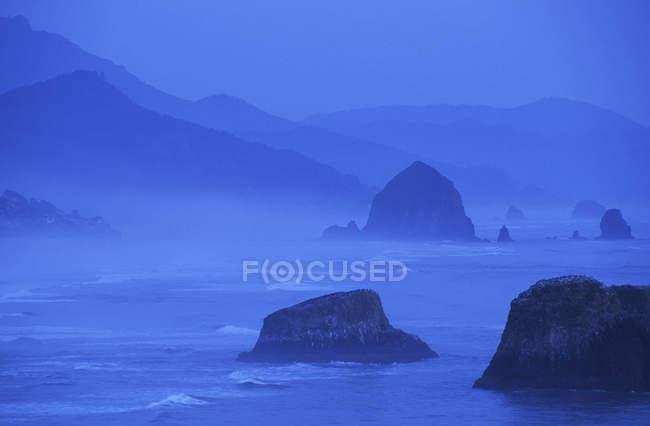 Sea stacks at Cannon Beach at dusk, Oregon, USA — Stock Photo
