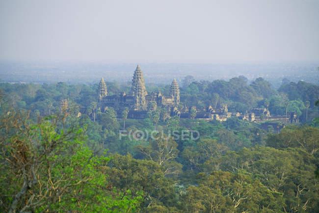 Храм Ангкор-Ват в туманний краєвид Сієм Ріп, Камбоджі — стокове фото