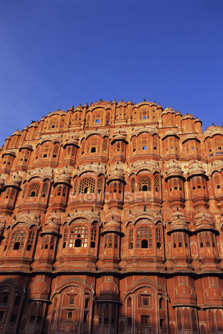 Inquadratura dal basso di Hawa Mahal Palace dei venti mattina luce a Jaipur, India — Foto stock