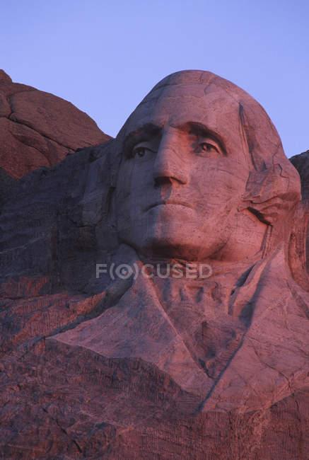 Monte Rushmore scultura di pietra di George Washington all'alba nel Dakota del sud, Stati Uniti d'America — Foto stock