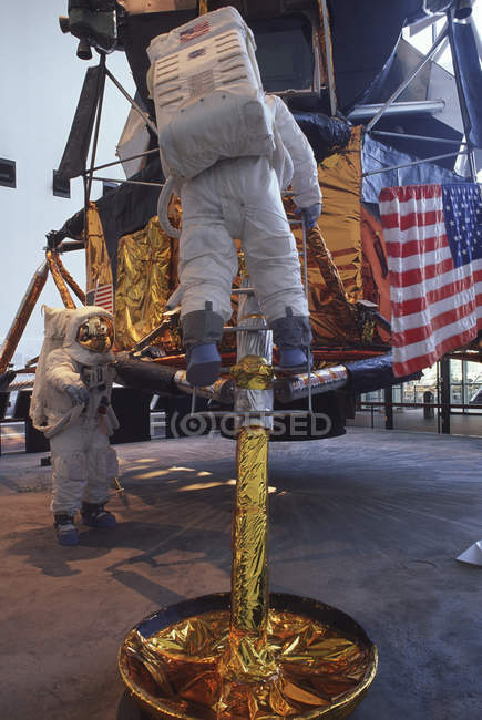 Smithsonian air and space museum, apollo xii lunar landing display, washington, dc, usa — Stockfoto