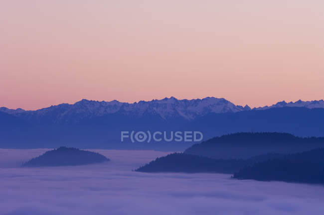 Malahat lookout over Finlayson Arm at sunset with fog below hilltops, Vancouver Island, British Columbia, Canada. — Stock Photo