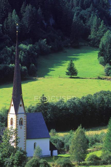 Tal-Dorf in der Nähe Großglockner in Österreichische Alpen, Heiligenblut, Österreich. — Stockfoto