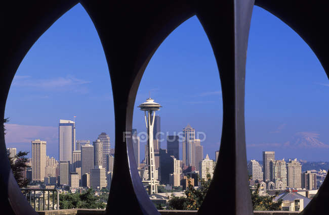 Seattle skyline from Queen Anne Hill space needle in Washington State, USA. — Stock Photo