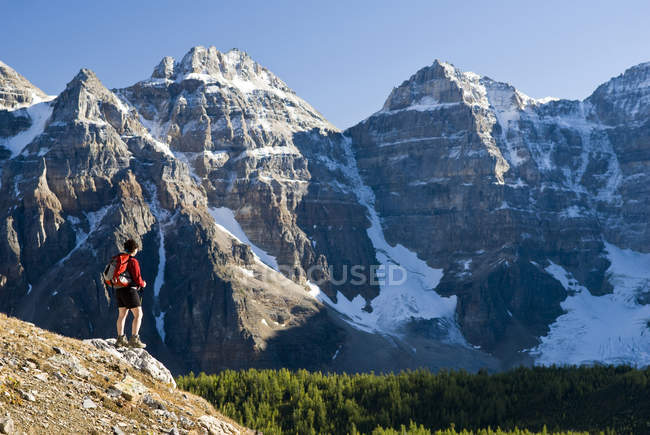 Female hiker looking at view in Larch Valley on trail to Sentinel Pass near Moraine Lake, Banff National Park, Alberta, Canada. — Stock Photo