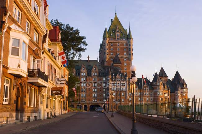 Château Frontenac dans le paysage urbain de Québec, Canada . — Photo de stock
