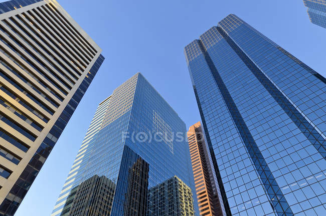 Low angle view of skyscrapers of downtown with reflection, TransCanada Tower, Calgary, Alberta, Canada — Stock Photo