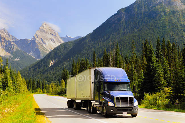 Truck hauling goods along Trans Canada Highway in Glacier National Park, Canada. — Stock Photo