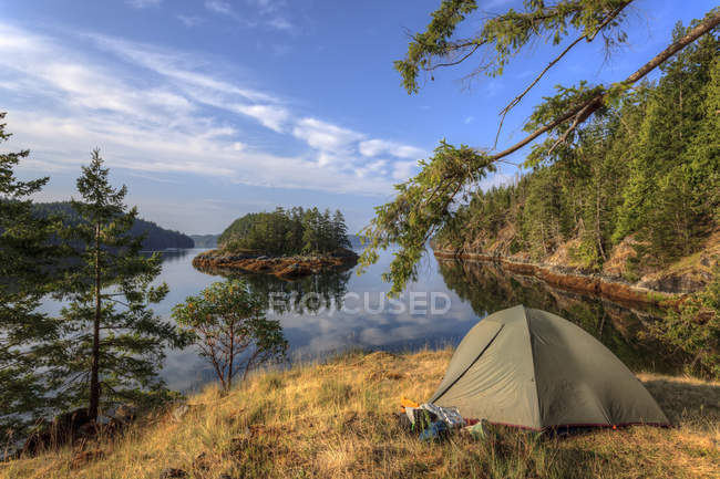Tent at camp on Penn Island in Sutil Channel, British Columbia, Canada. — Stock Photo