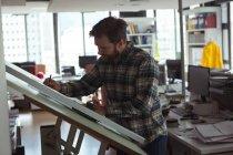 Архітектор, проектування на розробку таблиці в офісі — стокове фото