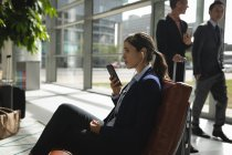 Businesswoman talking on the phone in office — Stock Photo