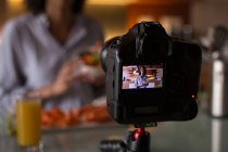 Vlogger filming food video in kitchen at home — Stock Photo
