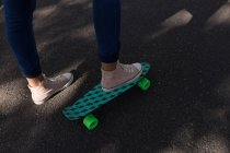 Close-up of woman on the skateboard — Stock Photo