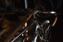 Макро гоночних велосипедів в майстерні — стокове фото