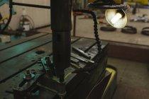 Закри труба binder машини в майстерні — стокове фото