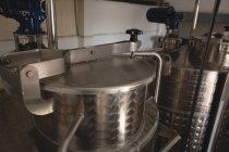 Закри вино лікеро-горілчаний завод в Джин заводу — стокове фото