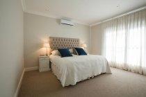 Innere des modernen Schlafzimmer zu Hause — Stockfoto
