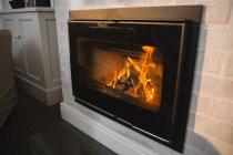 Caminetto a legna a casa — Foto stock