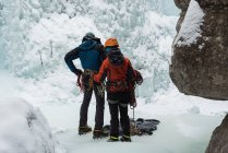 Couple making preparation for ice climbing during winter — Stock Photo