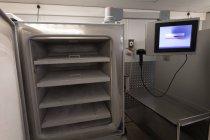 Порожній зберігання машини і монітор екрану в крові банку — стокове фото
